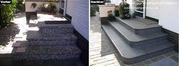 Seiteneingangstreppe mit geraden stufen aus naturstein mit verzinkten rohrgeländer. Hauseingang Aussen Mit Granit Und Naturstein Neu Gestaltet Und Saniert