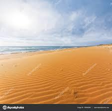 夏の暑い砂浜海のビーチのシーン ストック写真 York76 139040962