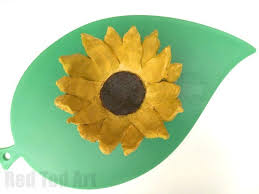 Clay craft ideas for kids. Sunflower clay bowl made from air drying clay.