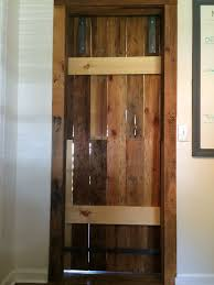 Pallet Sliding Barn Doors: 5 Steps