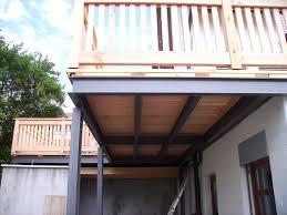 Stahlbalkon mit außentreppen während der montage. Balkonbau Auburger Stahl Anbaubalkone Balkonanbauten Mit Balkongelander Holz