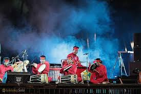 Adalah apa yang penyanyi katakan kepada kami sebagai pendengar ? Perkembangan Musik Kontemporer Di Indonesia Gasbanter Journal