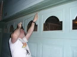 open garage doorGarage Door Can Be Opened by Thieves in Six Seconds With Wire Coat