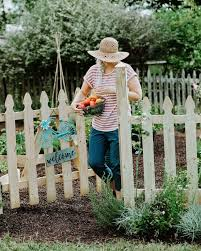how to build a picket fence garden gate