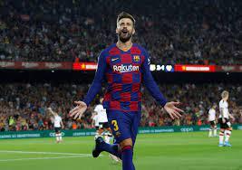 نجم دفاع برشلونة: لهذا السبب ينحاز معظم الحكام إلى ريال مدريد