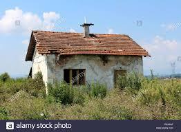 Kleine Verlassene Roten Ziegeln Haus Mit Verfallenen Weißen Fassade