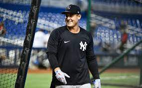 Yankees: Anthony Rizzo destroys home ...