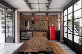 interior designer. Pemilihan Furnitur Dari Barang Daur Ulang Menciptakan Interior Unik Dan Estetis Pada AA Residence Di Cimanggis Designer