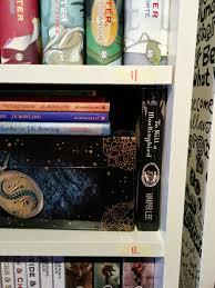 Scaffali a caselle : Serena ricomincia da qui: attraverso i libri e quel che serena vi