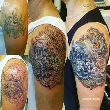 перекрывание тату новой хризантемы на фото справа второй сеанс