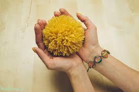 2 incredible ways to make yarn pom poms28