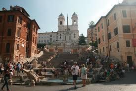 Die fontana della barcaccia ist ein barocker brunnen in rom. Tag 6 Rom Spanische Treppe Trevi Brunnen Kolosseum Forum Romanun Killerwal Com Luxus Reiseblog Videoblog