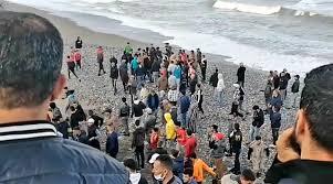 La police de Tétouan enquête sur le départ massif de jeunes, à la nage,  vers Sebta - Le Desk