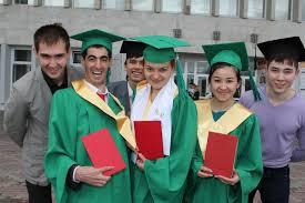 На ректорском приеме красные дипломы вручили магистрам и  Всего ТПУ с отличием по предварительным данным окончили 665 выпускников 462 политехника получили красные дипломы специалистов и магистров и еще 202