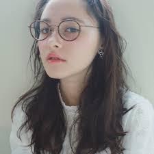 もうひとりの自分に変身 大人の女性らしいおしゃれメガネを集め