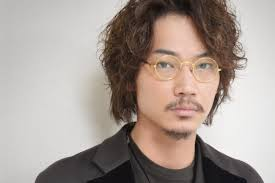 綾野剛の髪型最新のパーマのセットの仕方や方法を解説 Hairstyle