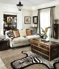 ... and so much more, as you'll see in today's round up. And the best part?  They double as extra storage! Have you used a trunk in your home?