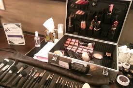 get the plete makeup artist experience with one of laura mercier 39 s professional makeup kits l oreal paris