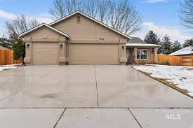 1934 N Trail Crk, Eagle, ID 83616 | 41 Photos | MLS #98793970 - Movoto
