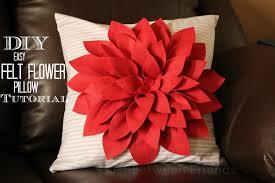 felt-flower-no-sew-pillow-tutorial