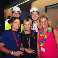 Anthea millicent turner (born 25 may 1960) is an english television presenter and media personality. Richard Farleigh Ex Dragon Anthea Turner And The Guys From C C Construction At The Bytenight2017 Having Raised 5000 For Action For Chil Guys Instagram Fashion