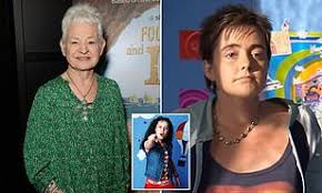 While jess knows who her father is and often spent time with him when she was younger, he's no longer in her life due to cancelling their plans one too many. Jacqueline Wilson Reveals That Tracy Beaker S Foster Mum Cam Is Clearly Gay Daily Mail Online