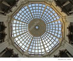 Historical Architecture: A lot of windows on the ceiling dome