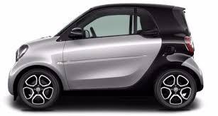 en finition pure la fortwo offre 61 chevaux 4 ans de garantie 4 airbags des sièges plus ou moins baquets mais seulement 2 places