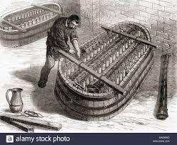 Arbeitnehmer Mit Einem Elektrochemischen Bad Kupfer Platte