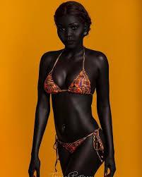 Модель из Южного Судана учит людей не бояться темноты | Beautiful dark  skin, Ebony women, Dark skin women