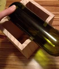 picture of cutting the wine bottle