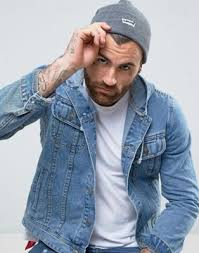 <b>Levi's Batwing Embroidered</b> Beanie | ASOS