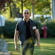 Jeff Bezos: Reichster Mann gewährt ...
