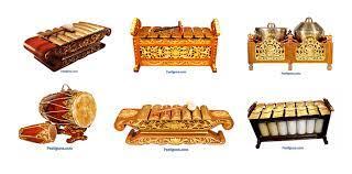 Gamelan merupakan ansambel instrumen perkusi yang disetel meliputi metalofon, drum, gong dan spike. Yuk Kenal Alat Musik Tradisional Jawa Tengah Beserta Gambarnya