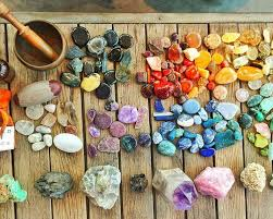Rock And Gem Identification Chart 8 Tips On How To Identify Stones And Crystals Energy Muse