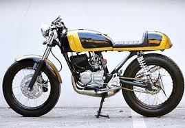 Bahkan sampai saat ini masih banyak yang menjadi penggemar setia motor keluaran yamaha yang sudah tidak diproduksi lagi ini. Modifikasi Yamaha Rx King Terbaik 2021 Gambar Dan Review
