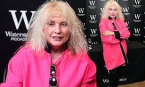 Blondie Long Time Charts Blondie Star Debbie Harry Smiles As She Signs Copies Of Her