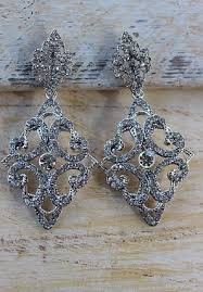 vintage inspired chandelier earrings white e 323