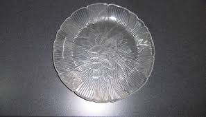 2 clear glass leaf pattern dinner plates