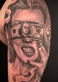 крутая татуировка денег и девушки на плече мужчины фото рисунки