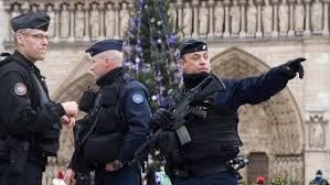 Security Personnel France Mobilizes 100 000 Security Personnel For The Holidays