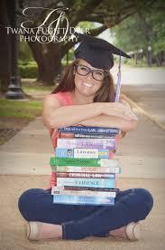 best ideas about college graduation pictures college grad photos