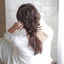 そろそろ髪型も秋らしく大人のしっとりダウンアレンジ7選 Locari