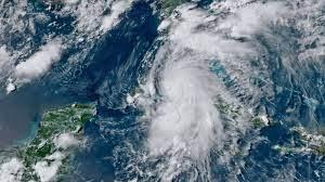 Officials: Storm lashing Florida ...