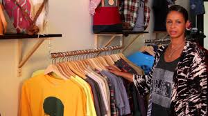 How To Design A Boutique How To Decorate A Consignment Fashion Boutique Fashion Design