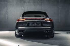 porsche macan facelift 2018. plain facelift it will make the back look like new kia sportage not a great move  considering macan is 50k more than kia on porsche facelift 2018