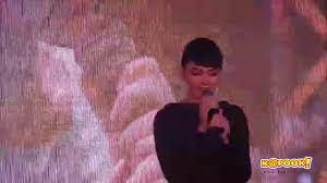 ใหม่ ดาวิกา โชว์เสียงหวาน ร้องเพลงในงานเปิดตัวหนัง 20 ใหม่ยูเทิร์นวัยหัวใจรีเทิร์น  - YouTube