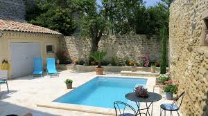 location de maison vacances avec piscine dans le vaucluse en provence uchaux