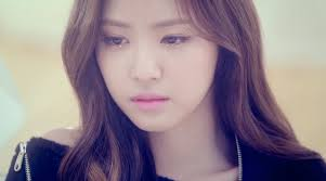 if you say naeun at a glance you d think she s crying right