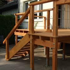 Lege den handlauf mit leichtem überstand zur sichtseite (nach vorne) auf den pfosten und den geländerpfosten, richte ihn aus und verschraube ihn an den pfosten mit 4 x. Outdoor Treppe Einfach Selber Bauen Mit Unseren Empfehlungen